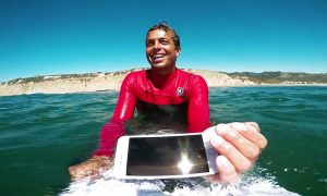 Video: Pro Surfer Takes Apple's iPhone 7 and iPhone 6s out for an Oceanic Dunk Test