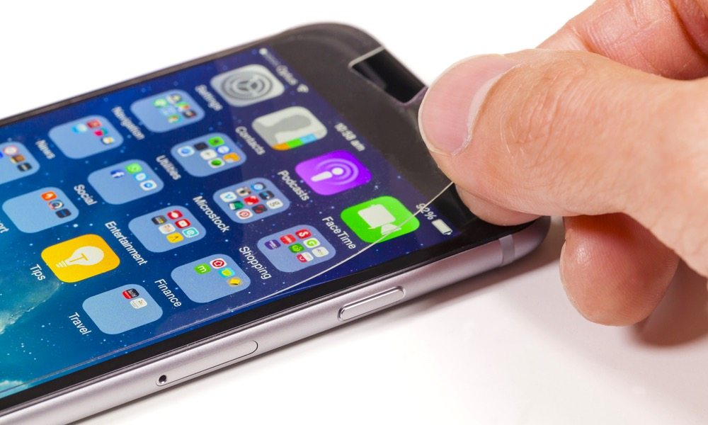 Finally, This Machine Will Add a Screen Protector to Your iPhone Flawlessly and Free of Charge