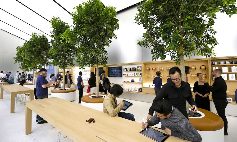 Four Employees from Australian Apple Store Were Fired for Sharing Customer's Explicit Photos