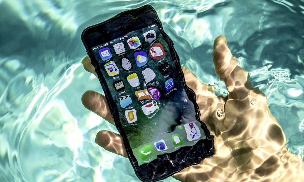 Here 39 s what to do after dropping your iphone in water for Dropped iphone in swimming pool