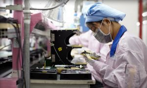 Apple Pushes to Bring Manufacturing Jobs to the U.S.