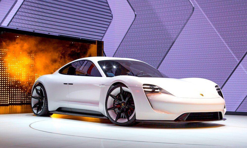 Apple Poaches Former Porsche Technical Director for Secret Project Titan