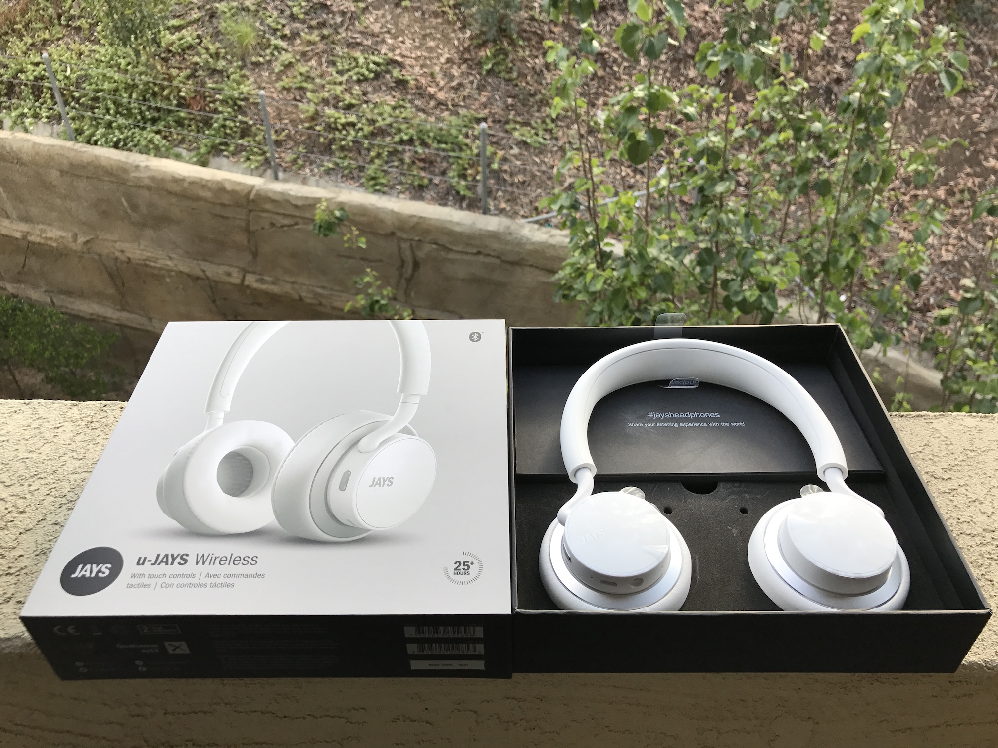 u jays by jays wireless bluetooth headphones review. Black Bedroom Furniture Sets. Home Design Ideas