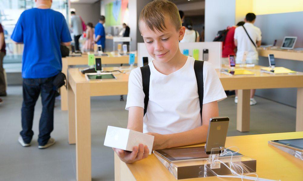 Colorado Activists Aim to Ban Cellphone Sales to Children Under 13