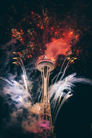 Firework-Celebration-Space-needle-iPhone-Wallpaper