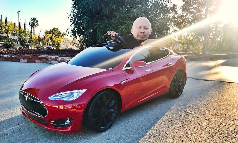 'Mini-Me' Actor Verne Troyer Got a Mini Tesla Model S for Christmas