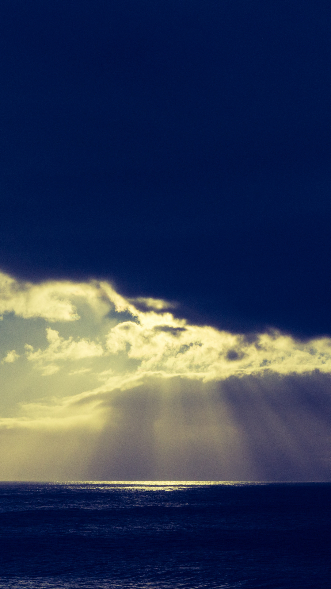 Cloud And Sun Ray iPhone Wallpaper