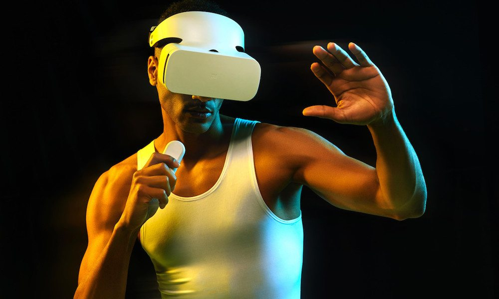 Apple's iPhone-Powered Virtual Reality Headset Is Still in the Works