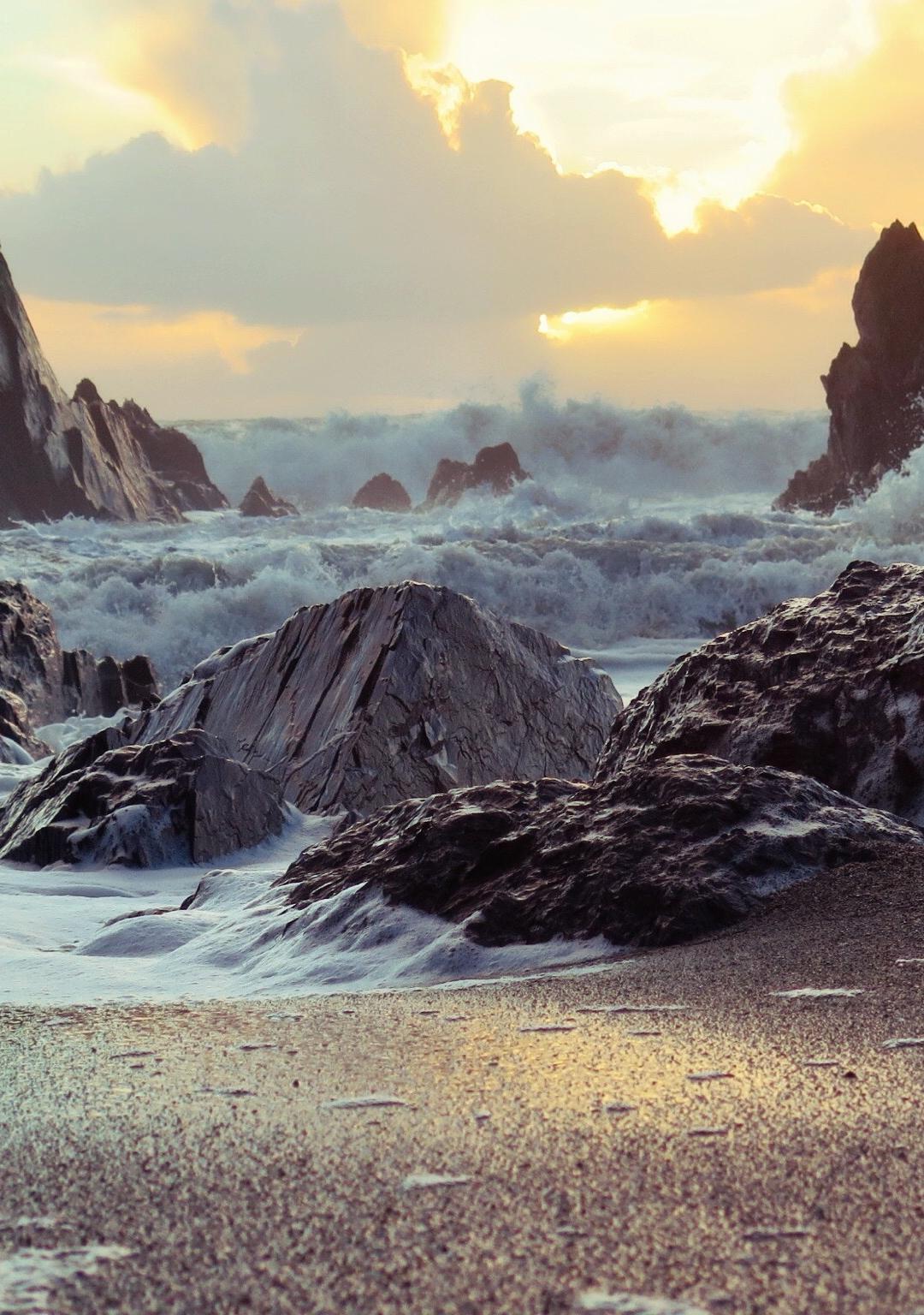 Rough ocean iPhone Wallpaper