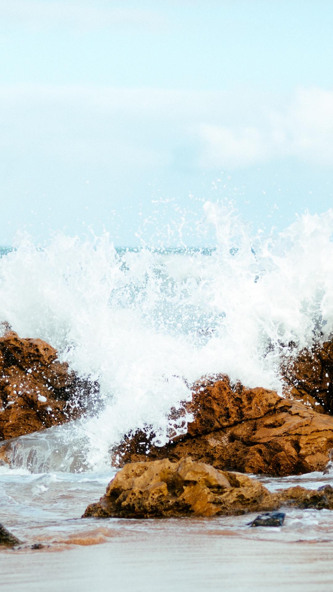 Splash And Spray iPhone Wallpaper