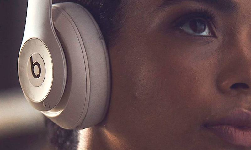 Apple Patent Hints Upcoming Over-Ear Headphones Could be Reversible