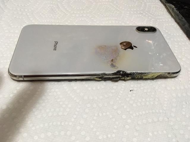 全球首列!iPhone XS Max 在口袋中突起火烧伤男子大腿!用户正考虑是否提告!