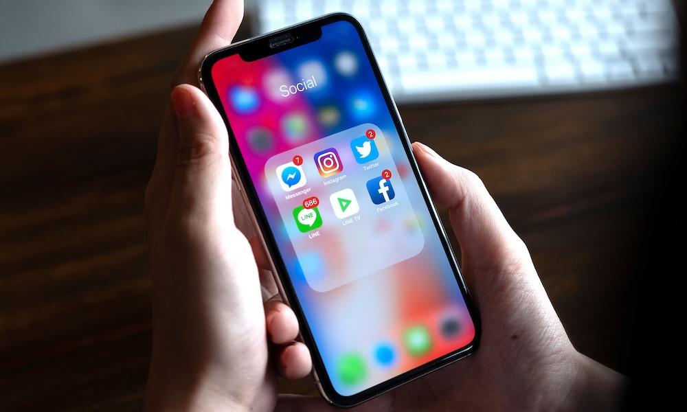 Facebook Messenger Instagram Line Twitter