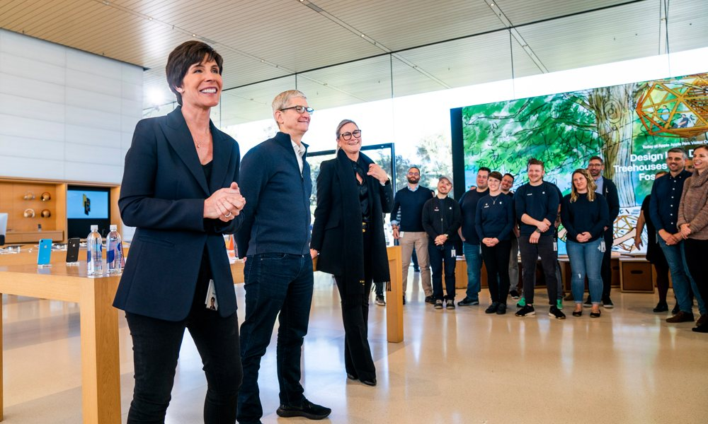 Deirdre O'Brien, Tim Cook, and Angela Ahrendts at the Apple Store