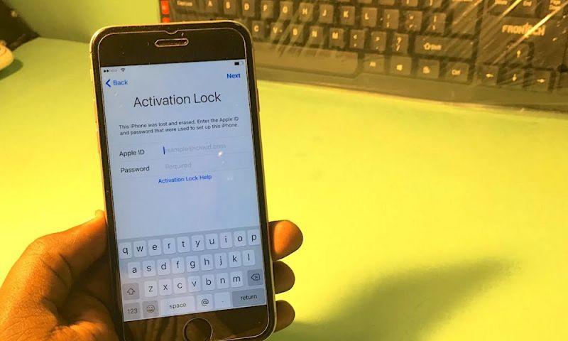 How an Underground Industry of Thieves Unlock Stolen iPhones