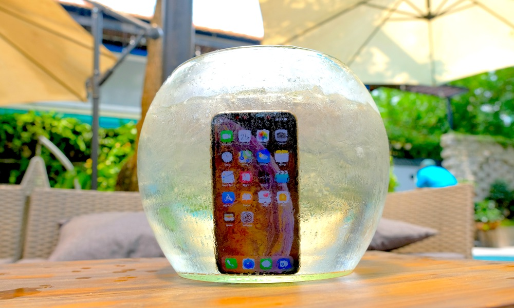 Iphone Xs In Water