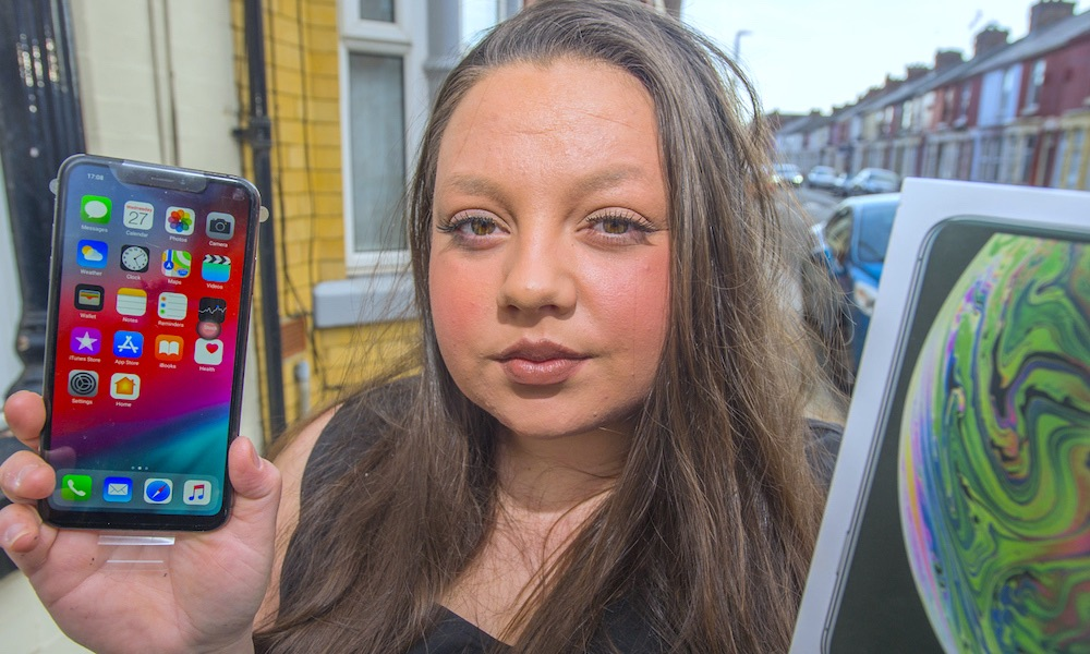 Woman Shows Fake Iphone1