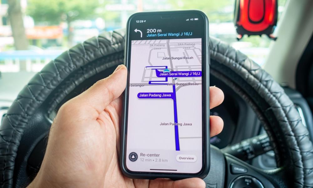 7 Smart Reasons to Use Waze Instead of Apple Maps