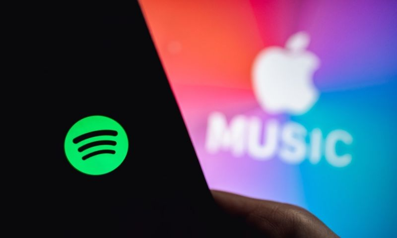 Truce? You Might Finally Be Able to Use Siri to Play Music from Spotify