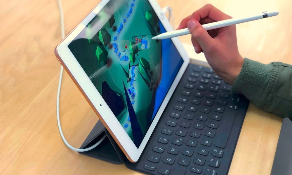 iPad with Smart Keyboard and Apple Pencil