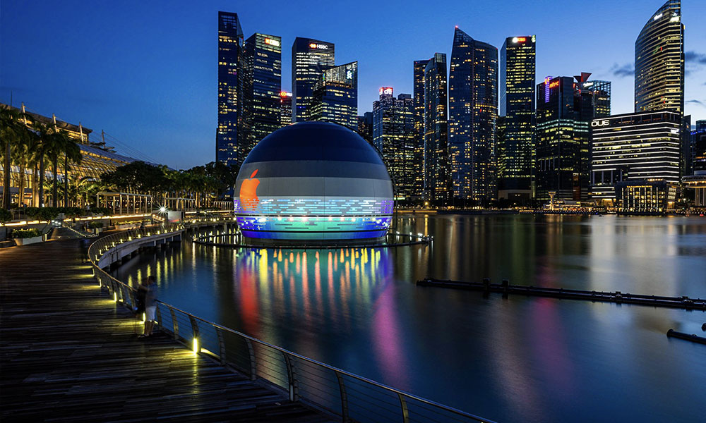 Apple Store Marina Bay Sands by night