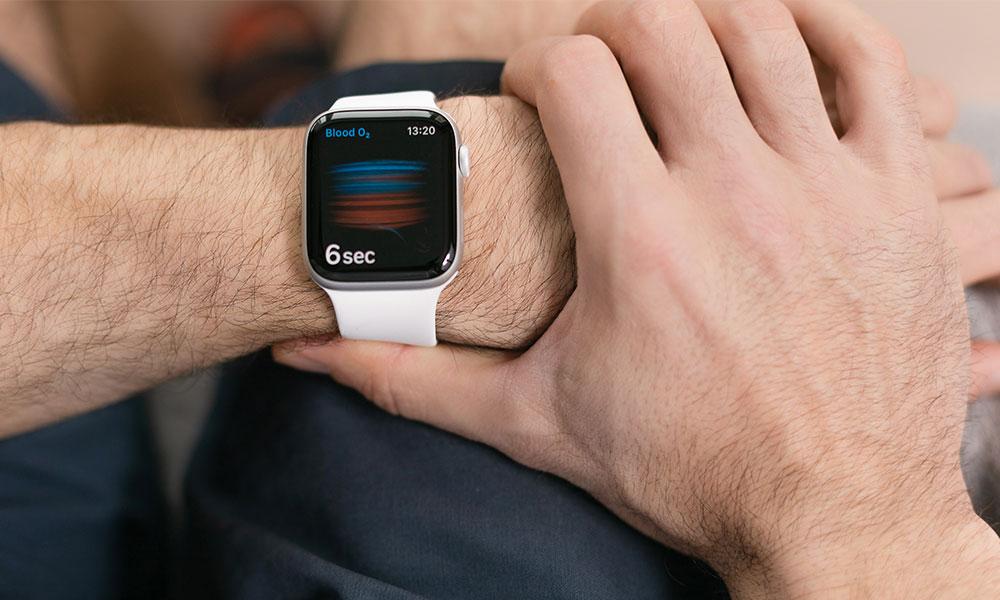 Apple Watch measuring blood oxygen