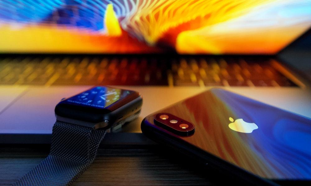 MacBook iPhone Apple Watch