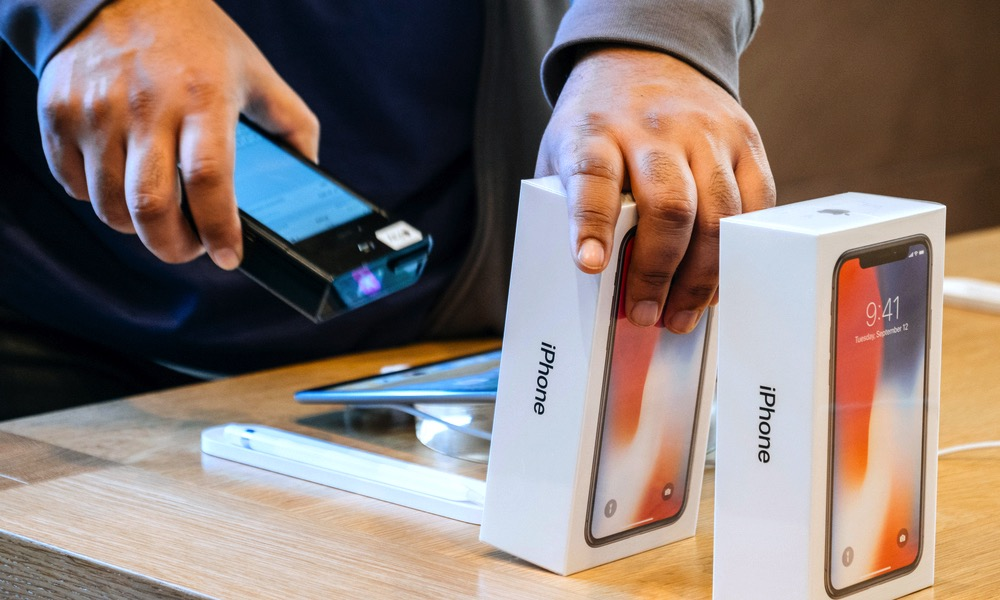 iPhone Boxes Sold at Apple Store on Launch Day