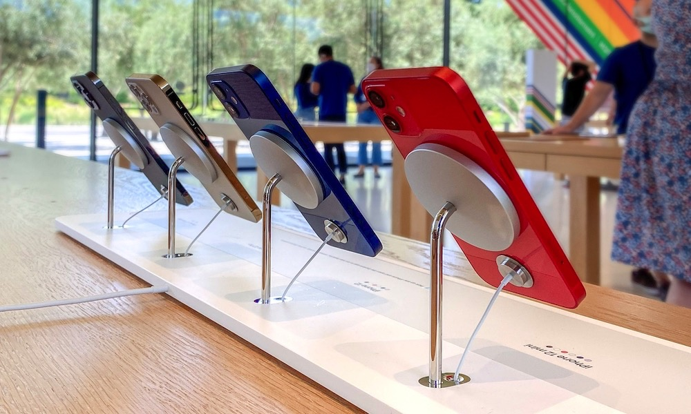 Apple Park Visitor Center iPhone 12 MagSafe Display